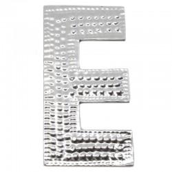4 letras plateadas E