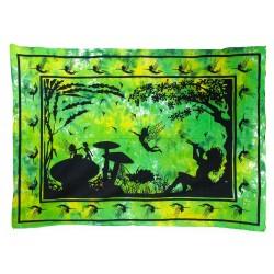 Hada bajo árbol verde